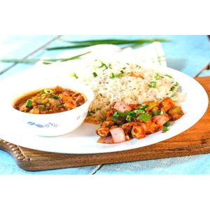 Combo 4: Shredded Chicken / Crunchy Mixed Vegetables / Choice of Veg Hakka Noodles or Veg Fried Rice / 500 ml Cold Drink